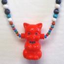 Punainen kissa -kaulakoru