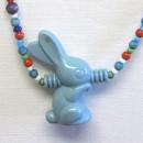 Sininen pupu -kaulakoru